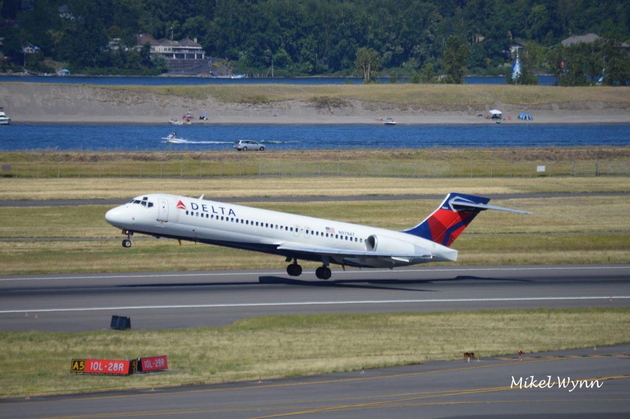 Boeing 717-200 (N979AT) of Delta Air Lines departing from Portland International Airport in Portland @Mikel Wynn