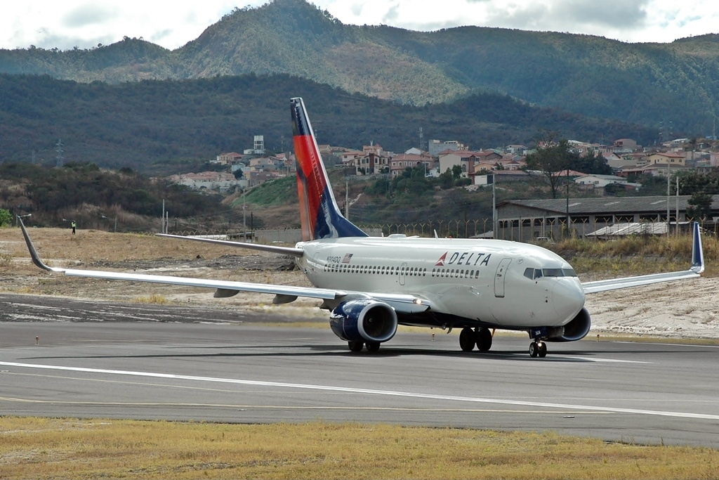 Boeing 737-732 N304DQ Delta Air Lines taxiing and ready to take off at Tegucigalpa Toncontin Int'l - MHTG, Honduras