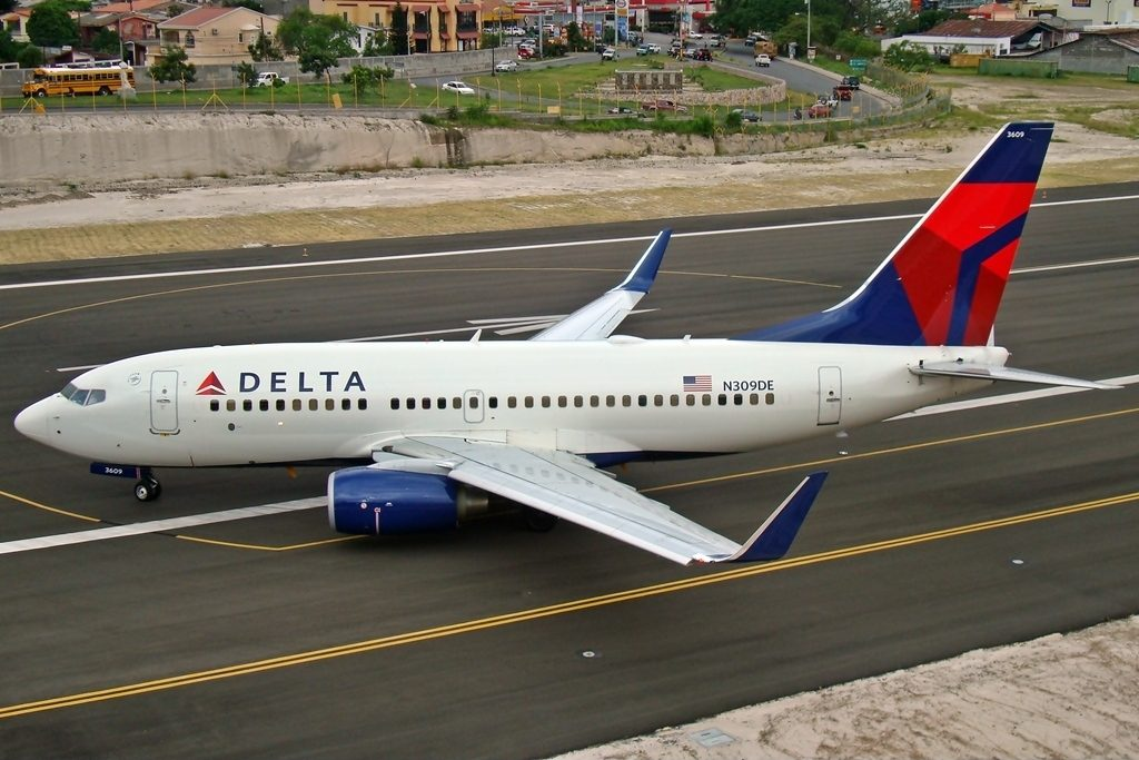 Boeing 737-732 Operator Delta Air Lines Registration N309DE at Tegucigalpa Toncontin Int'l - MHTG, Honduras