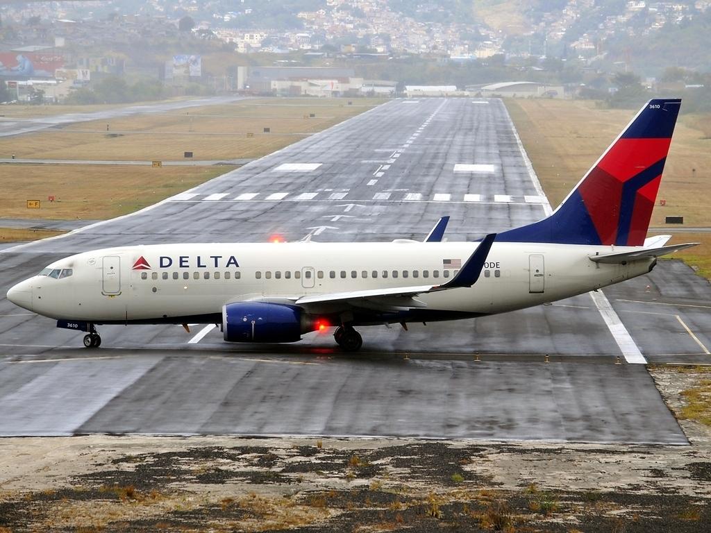 Boeing 737-732 Winglets Delta Air Lines Fleet N310DE at Tegucigalpa Toncontin Int'l - MHTG, Honduras