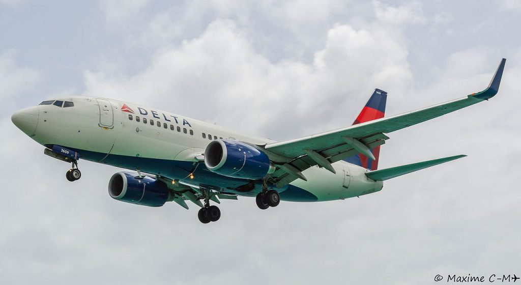 Boeing 737-732 Winglets Delta Air Lines Fleet Registration N309DE Aircraft final approach Photos by Maxime C-M