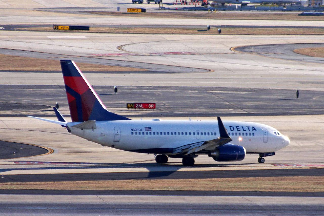 Boeing 737-732 Winglets Delta Air Lines Fleet Registration N309DE Aircraft taxiing at airport runway photos