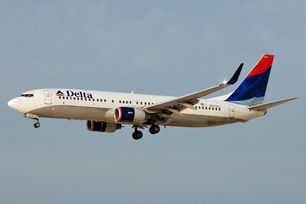 Boeing 737-800 Delta Air Lines Fleet N3732J approaching McCarran Airport