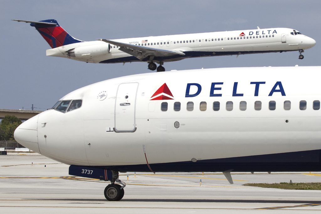 Boeing 737-800 N3737C of Delta Air Lines at Fort Lauderdale – Hollywood International Airport