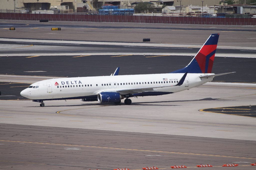 Boeing 737-800 N3743H Delta Air Lines at Phoenix Sky Harbor International Airport
