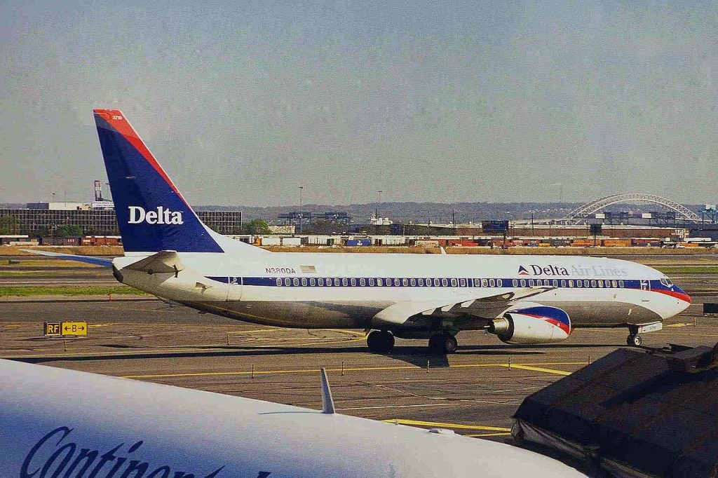 Boeing 737-800 N380DA B737-832 of Delta Air Lines at Newark Liberty International Airport