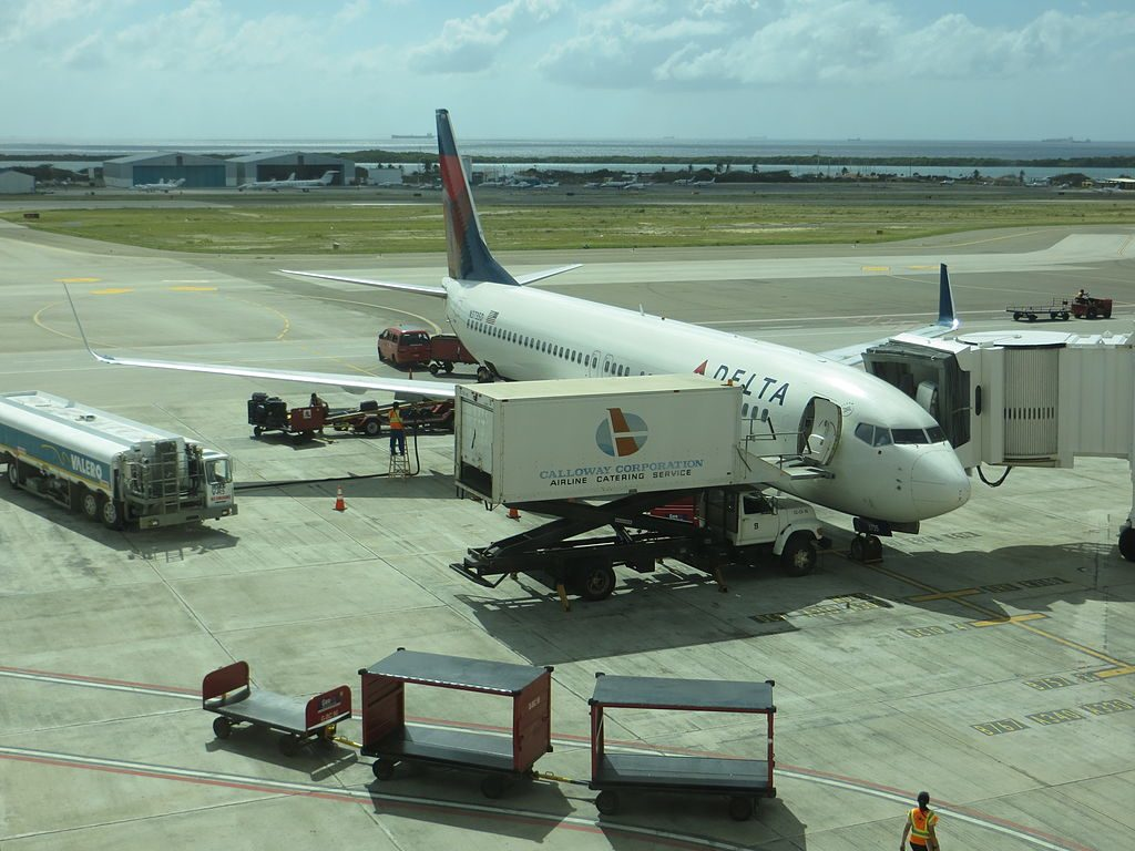 Boeing 737-800 of Delta Air Lines at Queen Beatrix International Airport