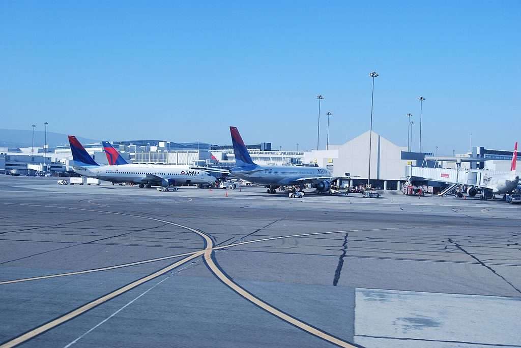 Boeing 737-800 of Delta Air Lines at San Francisco International Airport
