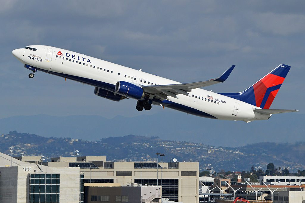 Boeing 737-932ER(w) 'N809DN' Delta Air Lines Fleet c:n 31915, l:n 4704 departing LAX and taken from the Imperial Hill spotting location. Los Angeles, California, USA