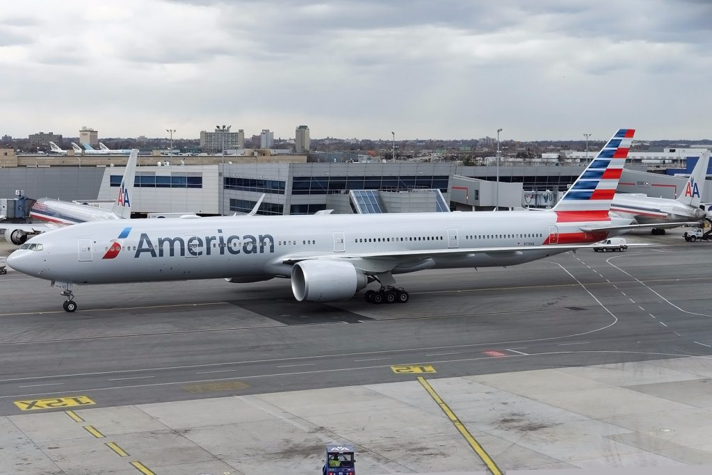 Boeing 777-300ER of American Airlines Photos