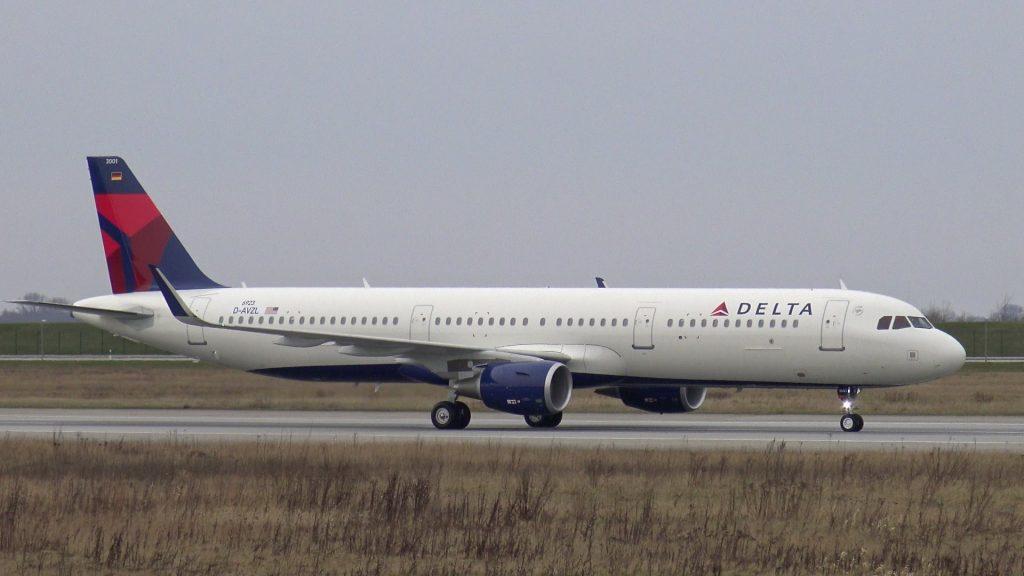 DELTA AIR LINES Airbus A321-200 D-AVZL | Takeoff & Landing at Hamburg Finkenwerder Airport