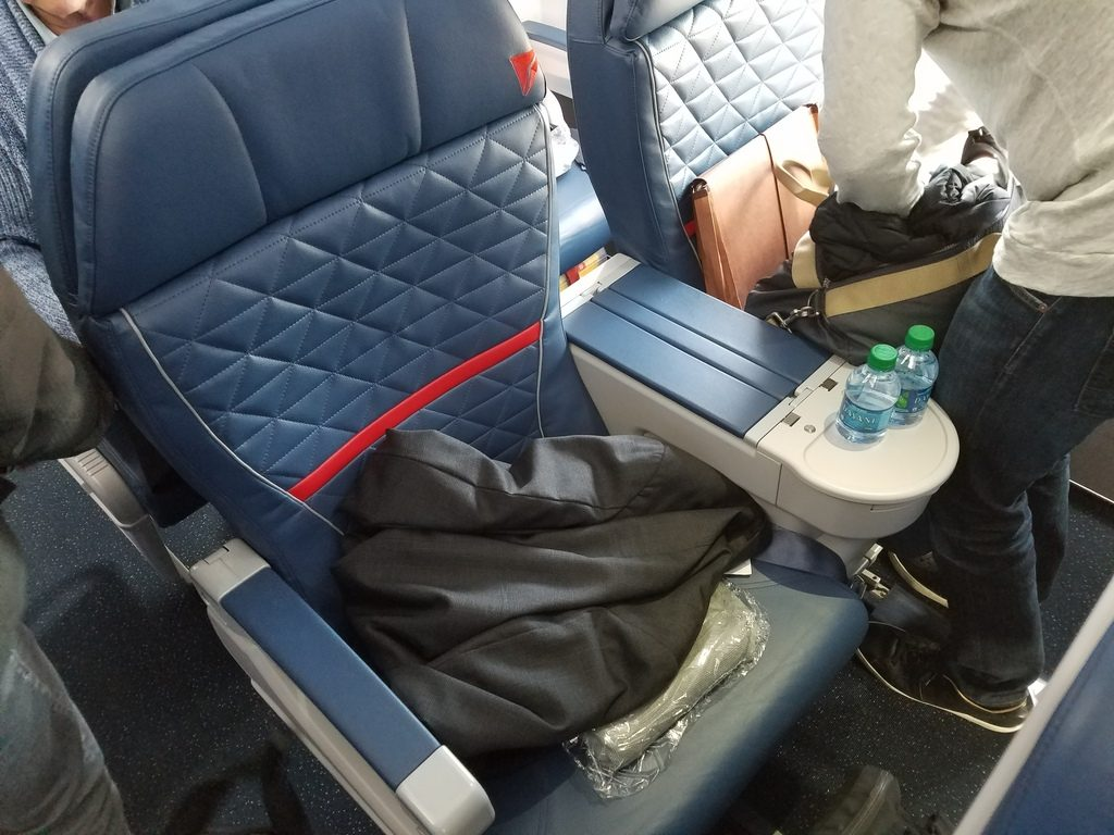Delta Air Lines Airbus A319-100 First Class Seats Configuration Photos