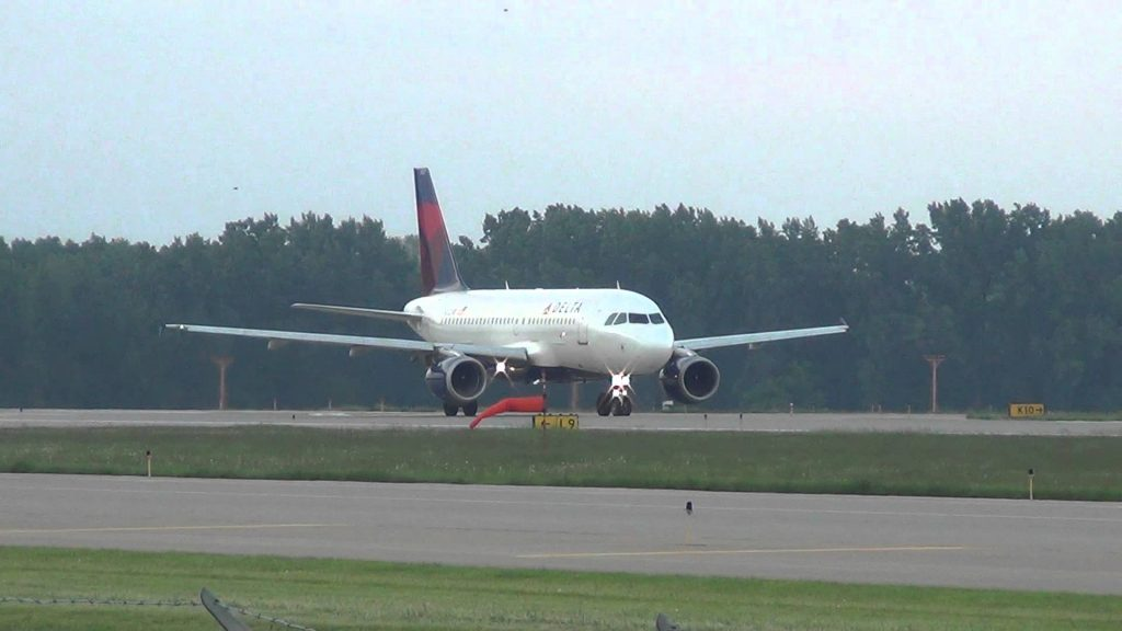 Delta Air Lines Airbus A319-114 Takeoff 17 | N322NB | Minneapolis International