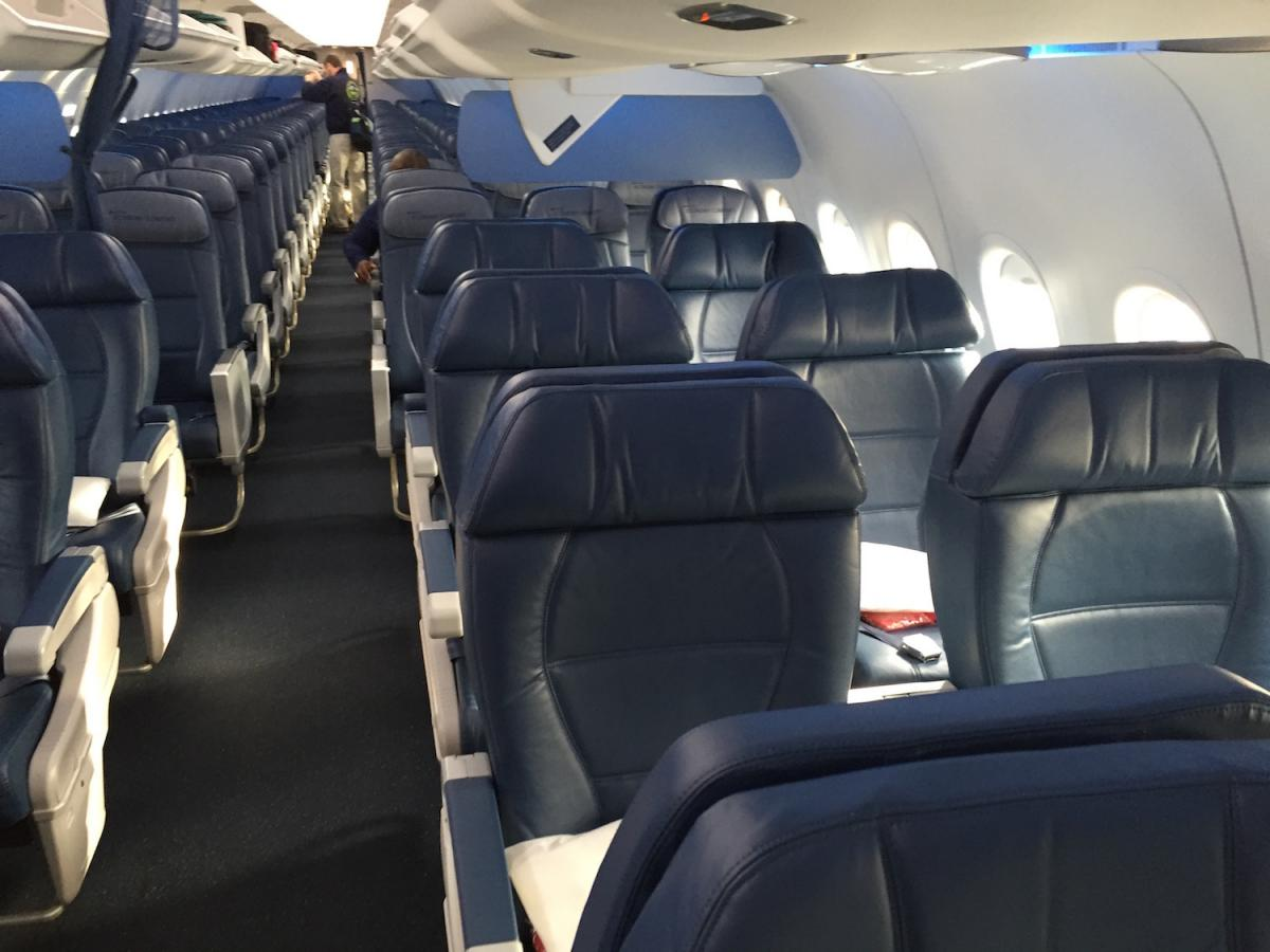 Delta Air Lines Airbus A320-200 Cabin Interior Configuration Photos