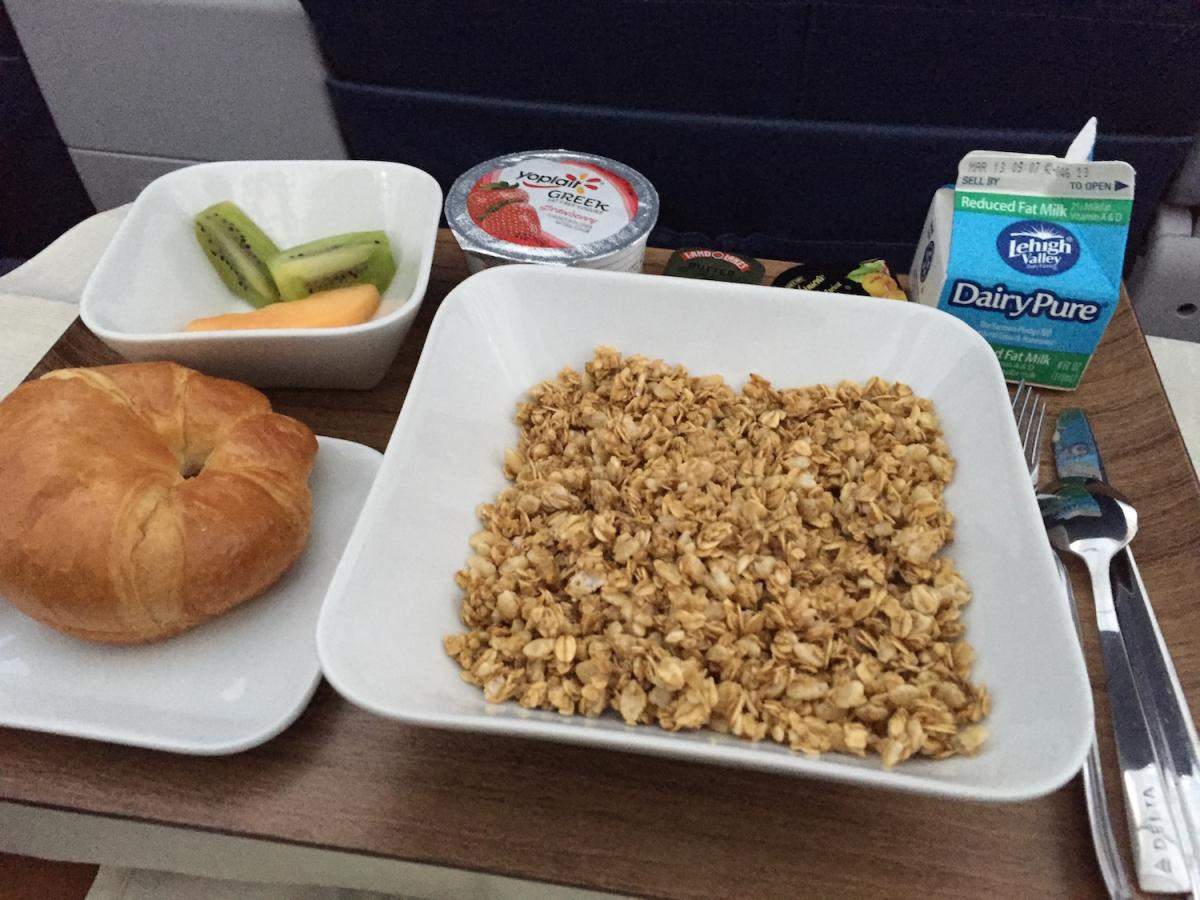 Delta Air Lines Airbus A320-200 Inflight Breakfast Menu Services