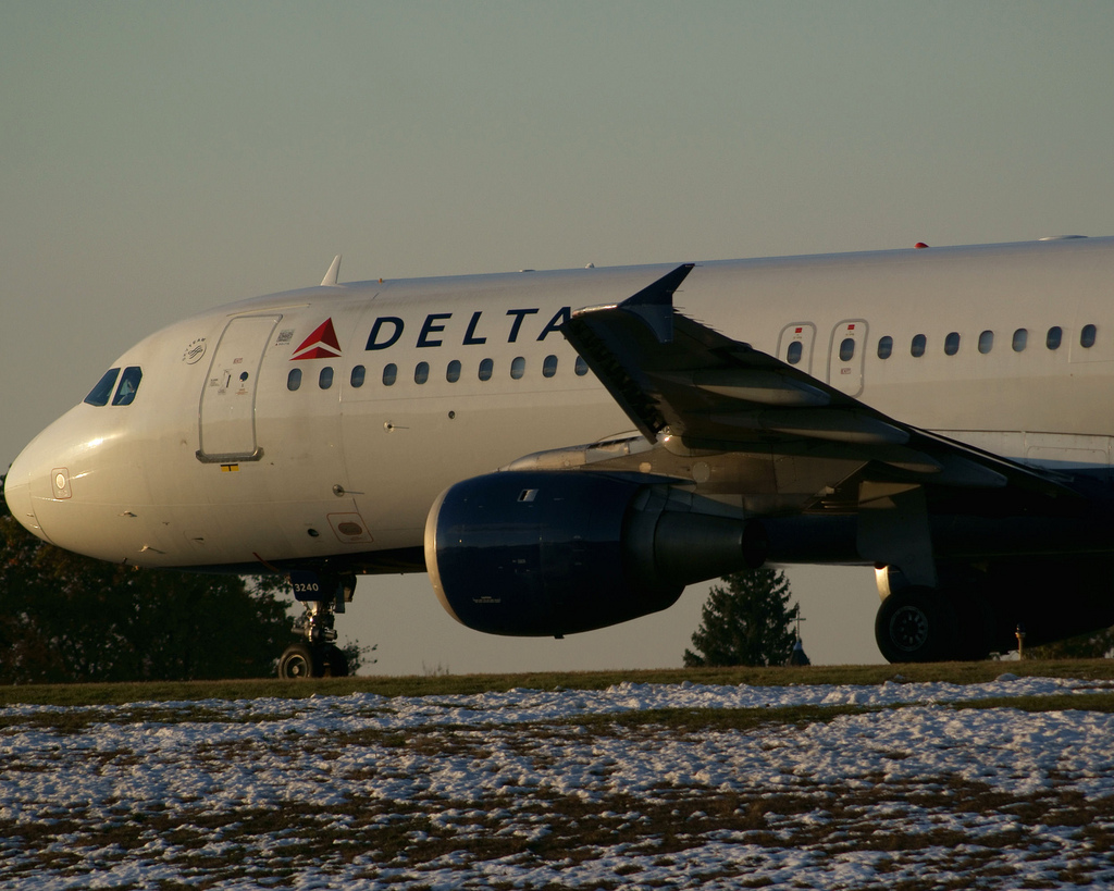 Delta Air Lines Airbus A320-200 N340NW taxiing to Runway 6 Manchester–Boston Regional Airport