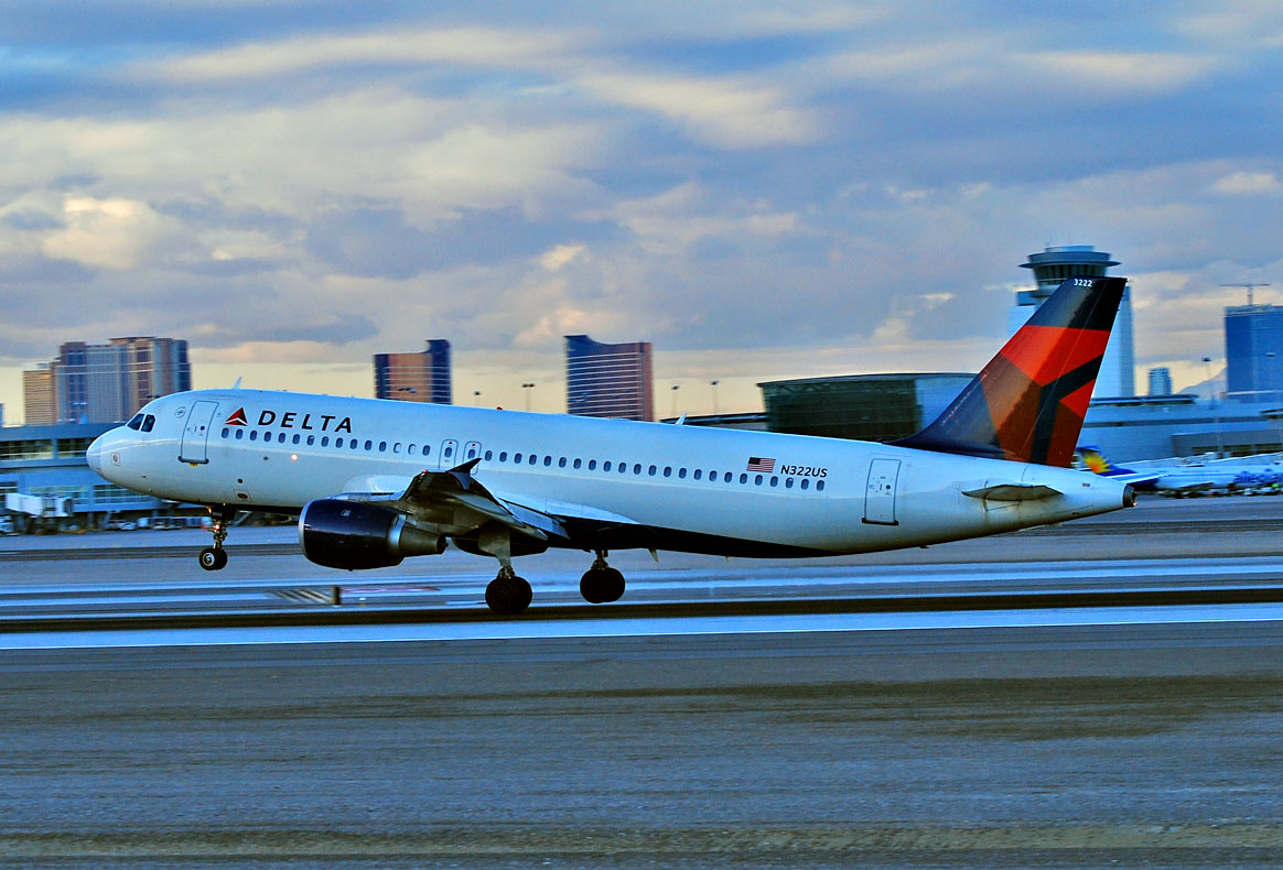 Delta Air Lines Airbus A320-211 N322US Las Vegas - McCarran International (LAS : KLAS) USA - Nevada