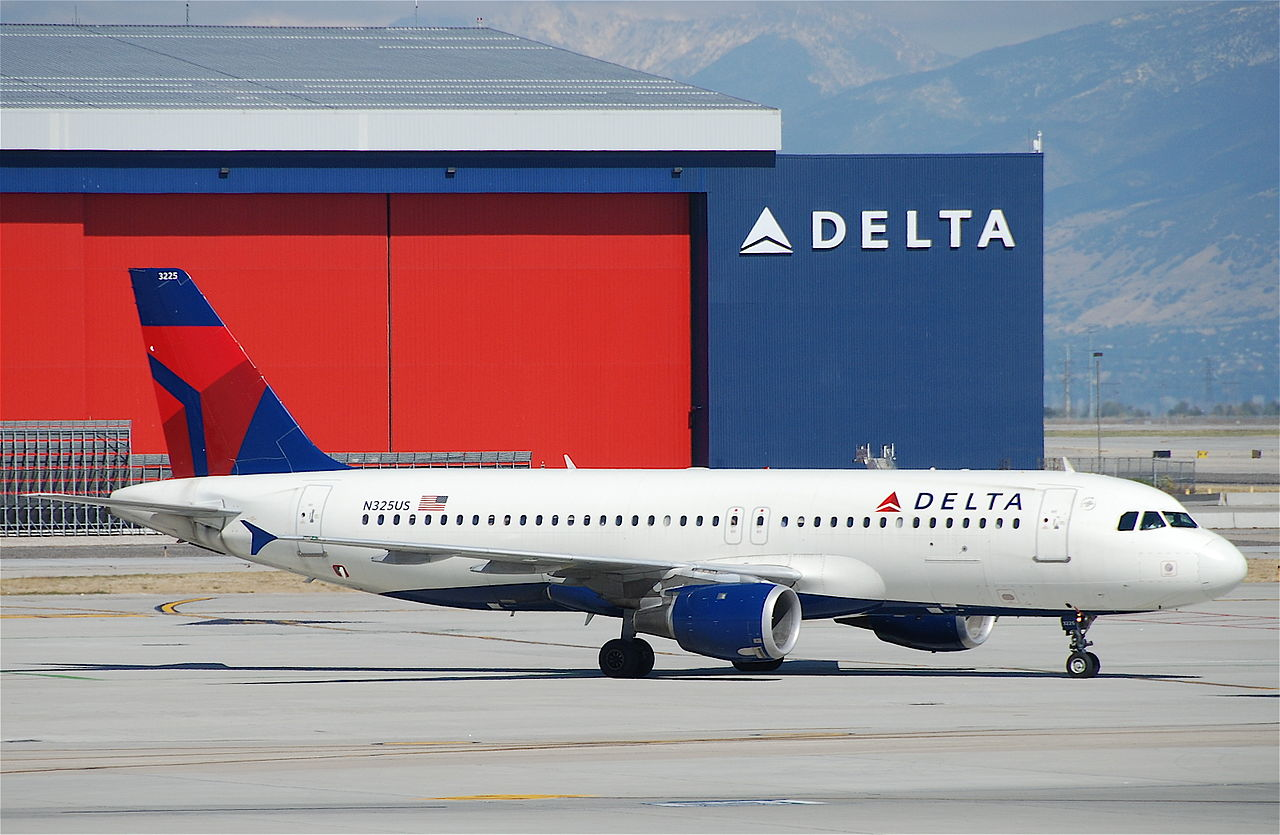 Delta Air Lines Airbus A320-211 N325US Salt Lake City International Airport (SLC)
