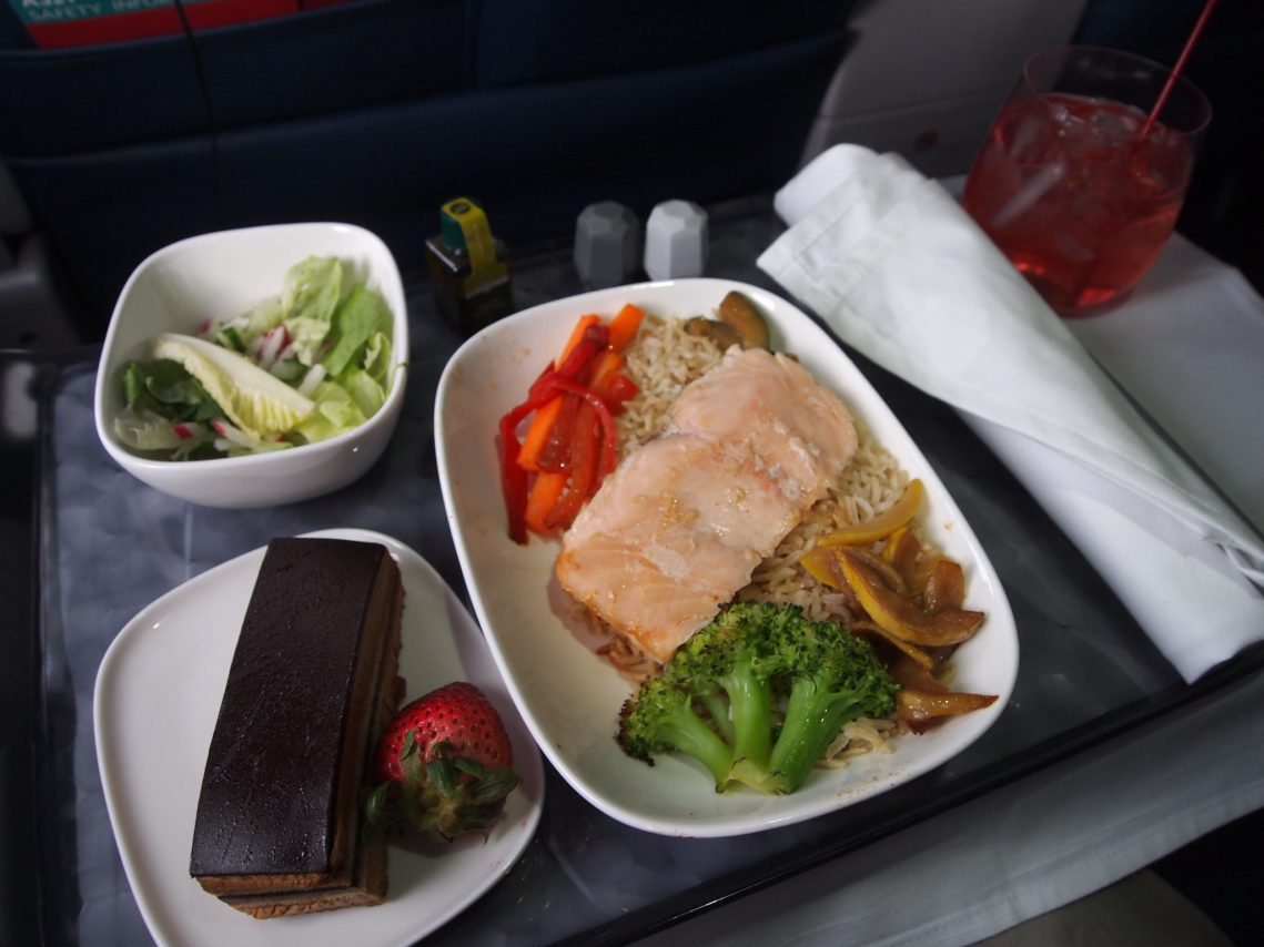 Delta Air Lines Airbus A321-200 First Class Inflight Food Amenities Services