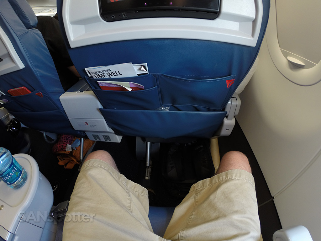 Delta Air Lines Airbus A321-200 First Class Seats Pitch Legroom photos @SANspotter
