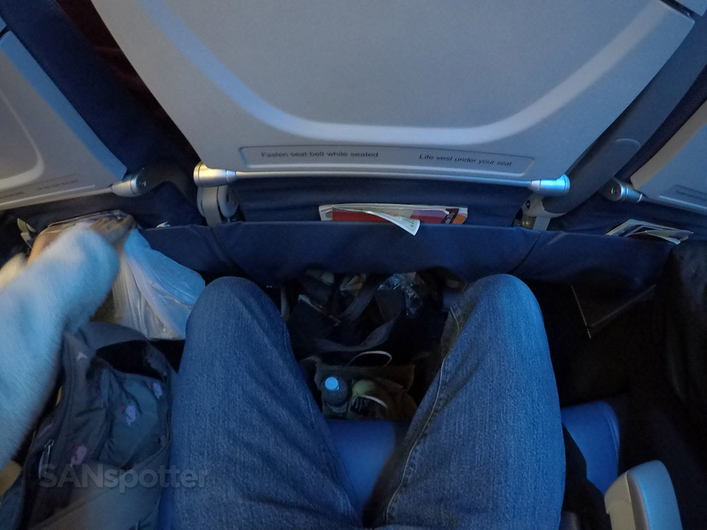 Delta Air Lines Airbus A321-200 Main Cabin Economy Class Seats Pitch Legroom photos @SANspotter