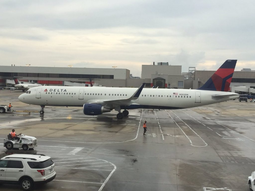 Delta Air Lines Airbus A321-200 N302DN Pull and Push Back Photos