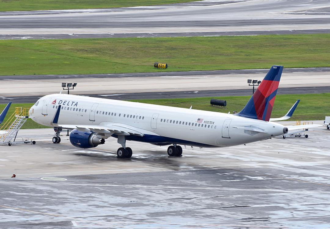Delta Air Lines Airbus A321-200 (N307DX ) sitting on the handstandHartsfield–Jackson Atlanta International Airport