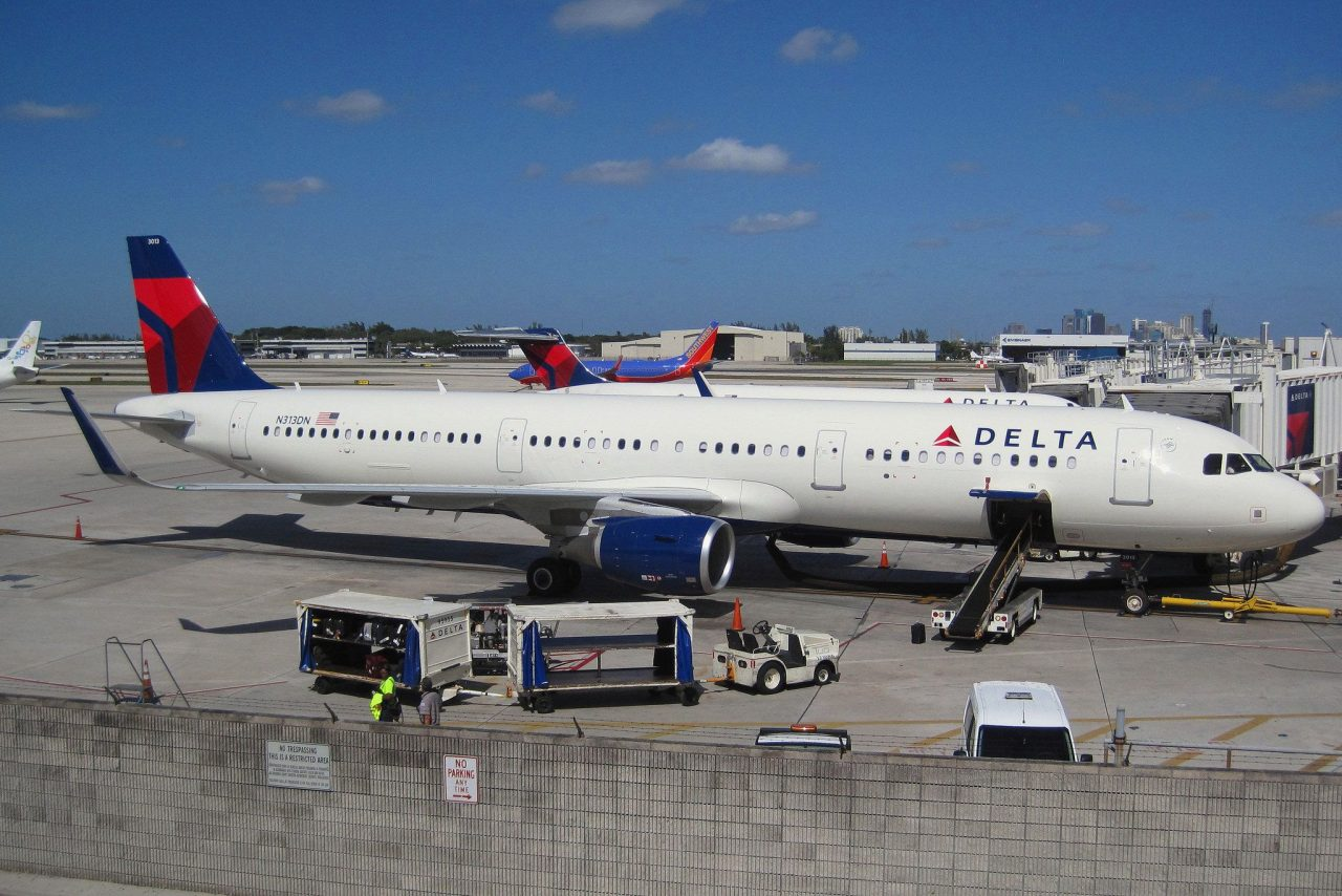 Delta Air Lines Airbus A321-200 N313DN Passenger and Cargo loading photos