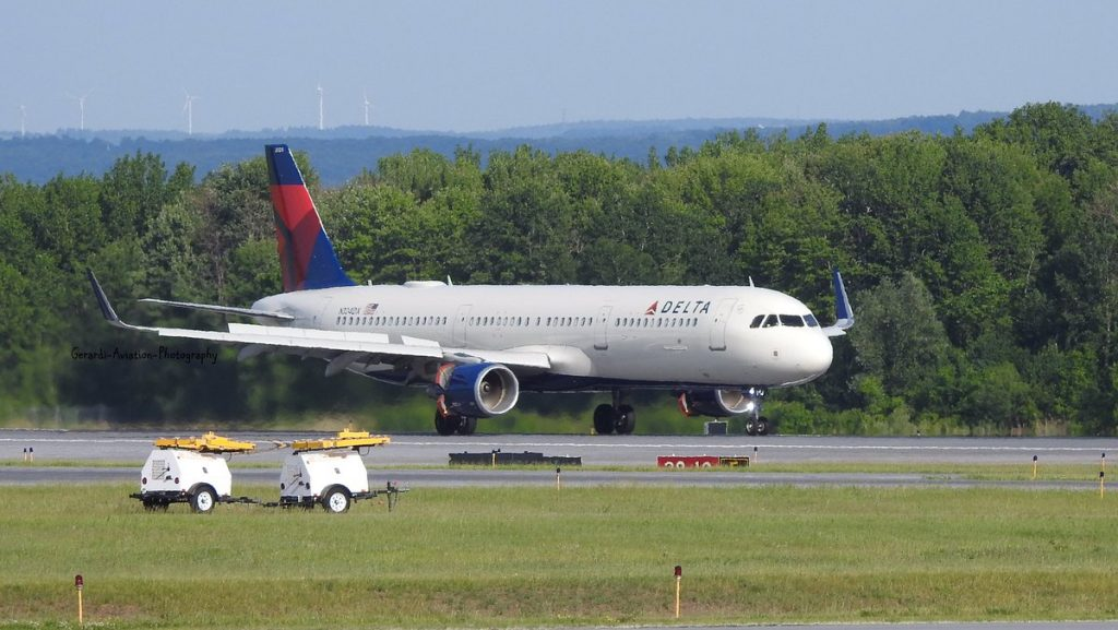 Delta Air Lines Airbus A321-200 N324DX Taxiing after departing at Syracuse Hancock International Airport