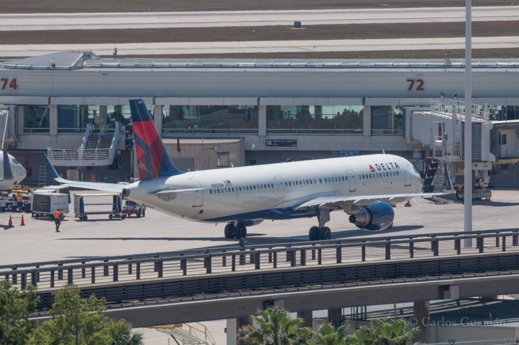 Delta Air Lines Airbus A321-211(SL) (N303DN) at Salt Lake City Intl (SLC) @Carlos Guzman