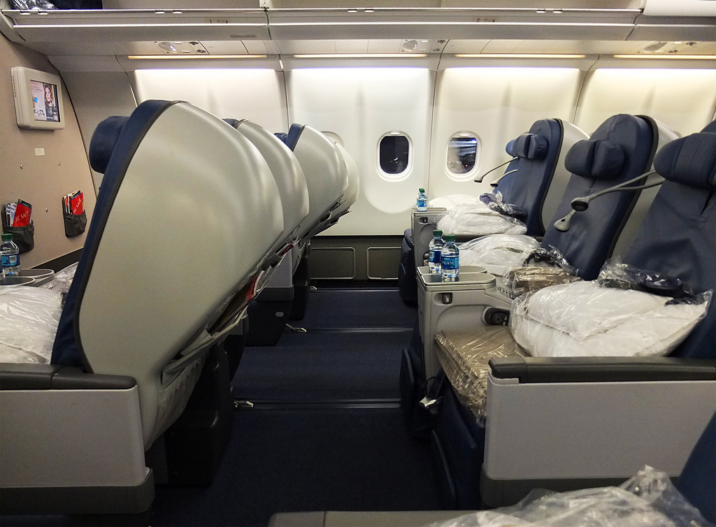 Delta Air Lines Airbus A330-200 Business Elite Class (Delta ONE) Cabin Photos