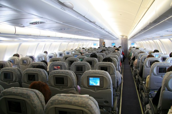 Delta Air Lines Airbus A330-200 Main cabin interior economy class seats configuration photos