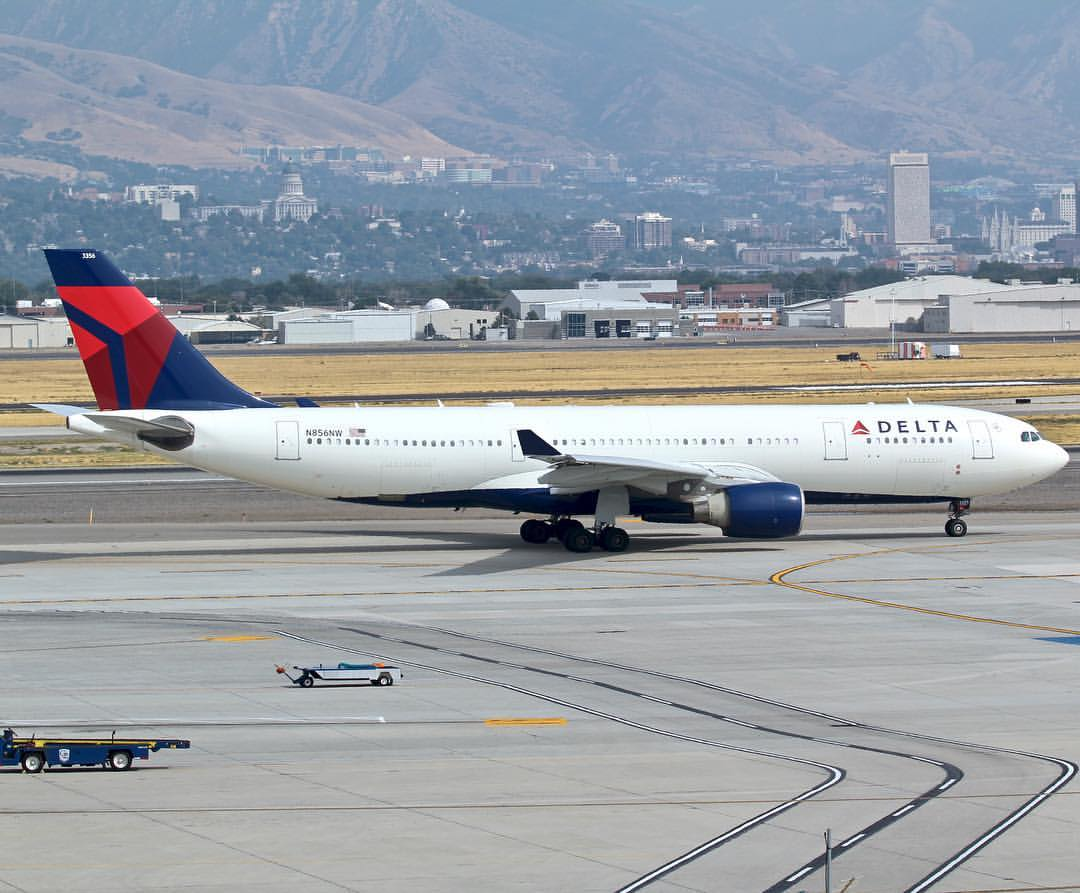 Delta Air Lines Airbus A330-200 N856NW Photos