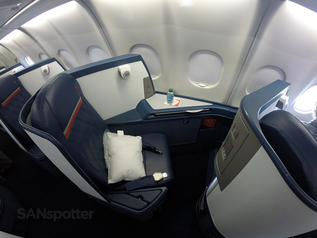 Delta Air Lines Airbus A330-300 Business Class Elite Delta one flat bed seats photos @SANspotter