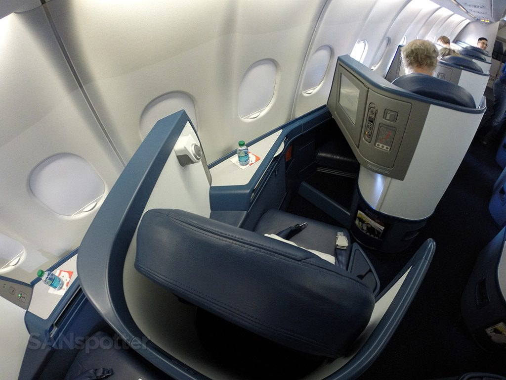 Delta Air Lines Airbus A330-300 Business Class Elite Delta one private seats photos @SANspotter