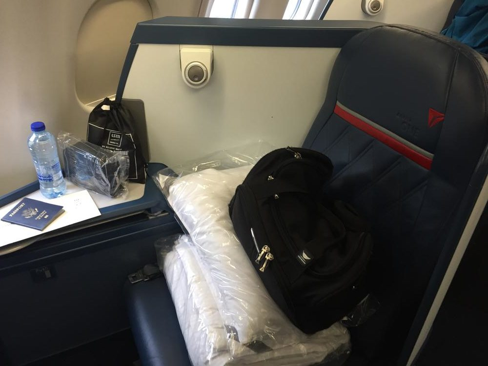 Delta Air Lines Airbus A330-300 Business class elite (Delta One) Seats photos