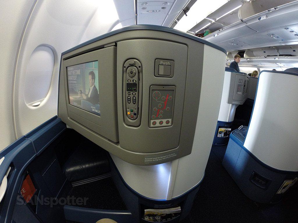 Delta Air Lines Airbus A330-300 Business Class Elite Delta one entertainment system controls photos @SANspotter