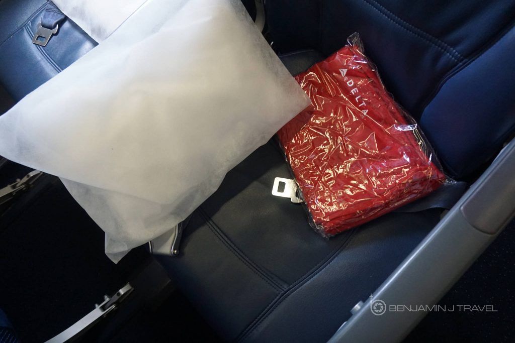 Delta Air Lines Airbus A330-300 Main cabin economy class seat goodies photos @Benjamin J Travel