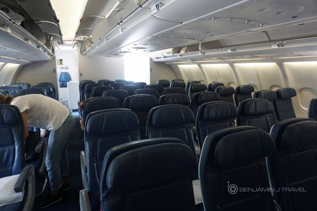 Delta Air Lines Airbus A330-300 Main cabin economy class seats configuration photos @Benjamin J Travel