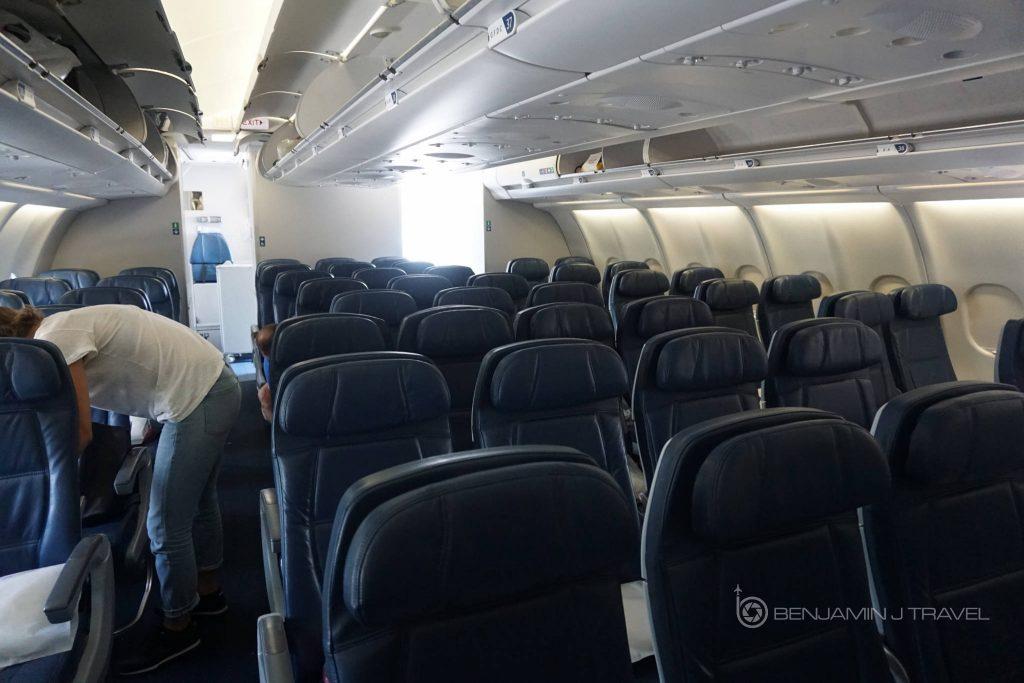 Delta Air Lines Airbus A330-300 Main cabin economy class seats configuration photos @Benjamin J Travel