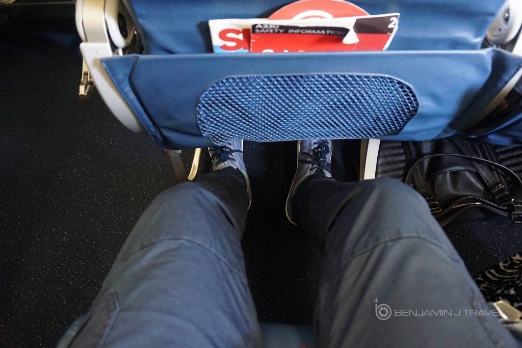 Delta Air Lines Airbus A330-300 Main cabin economy class seats pitch legroom photos @Benjamin J Travel