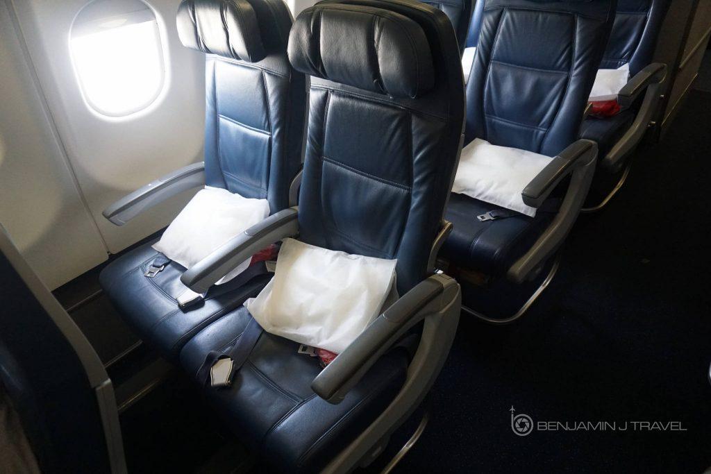 Delta Air Lines Airbus A330-300 Main cabin economy class window seats photos @Benjamin J Travel