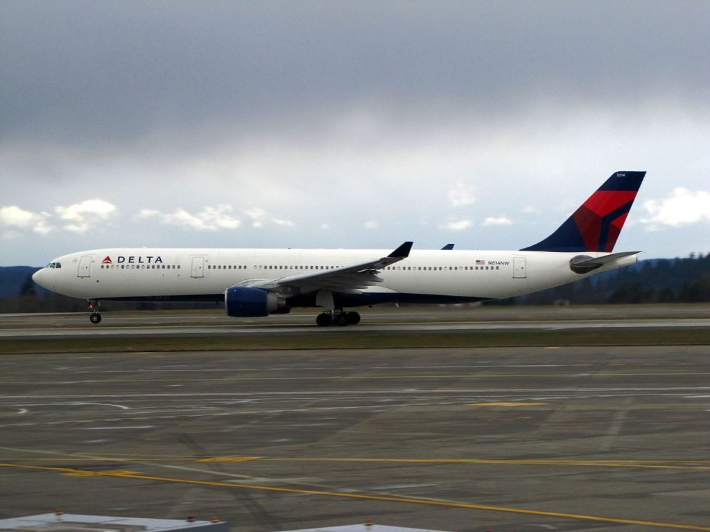 Delta Air Lines Airbus A330-300 N814NW Seattle-Tacoma International Airport