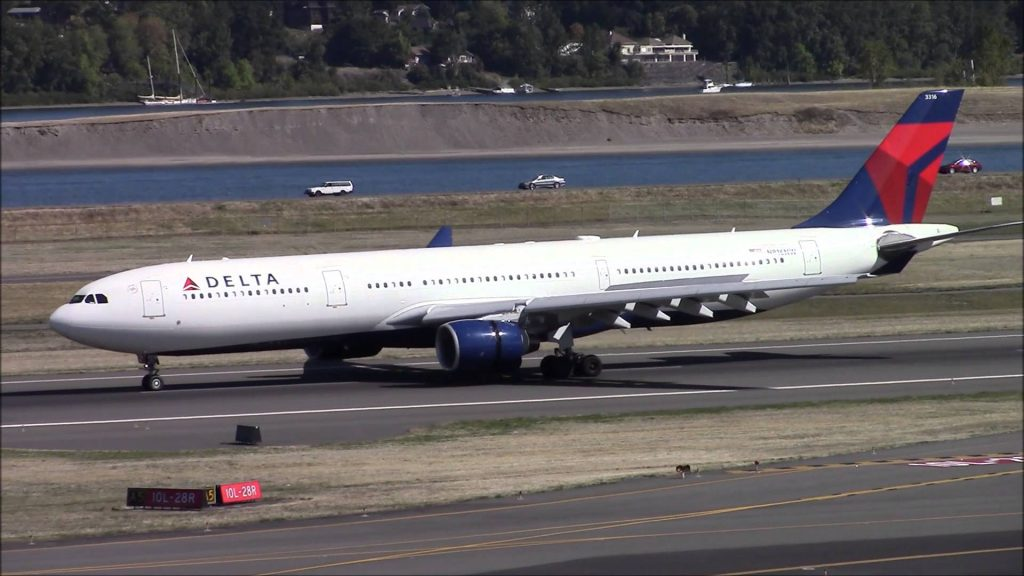 Delta Air Lines Airbus A330-300 N816NW landing at Portland International Airport PDX