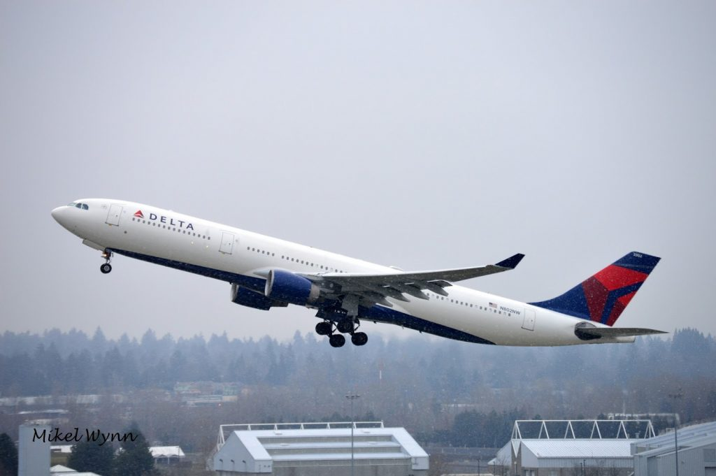 Delta Air Lines Airbus A330-323 (N802NW) airborne after departing on 10R as DAL178 for Amsterdam @Mikel Wynn
