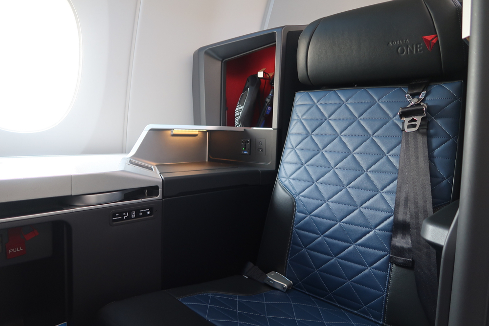 Delta Air Lines Airbus A350-900 Business Elite Class (Delta One) Open Suites Seats Photos