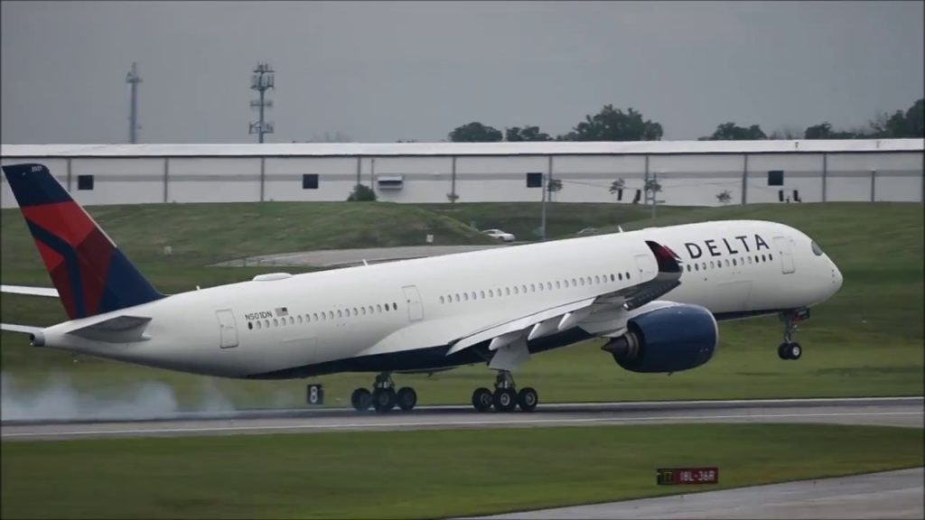 Delta Air Lines Airbus A350-900 (N501DN) Touch and Go at CVG Cincinnati:Northern Kentucky International Airport