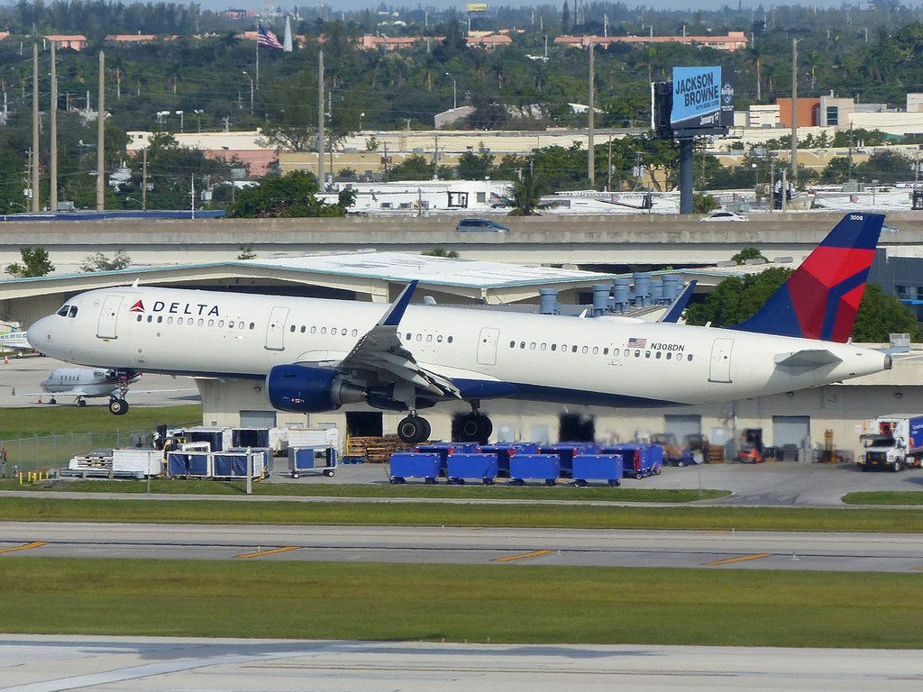 Delta Air Lines Aircraft Airbus A321-200 N308DN Sharklets Winglets Photos