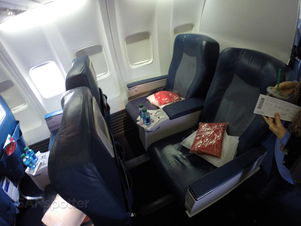 Delta Air Lines Aircraft Boeing 737-800 First Class Seats Photos @SANspotter
