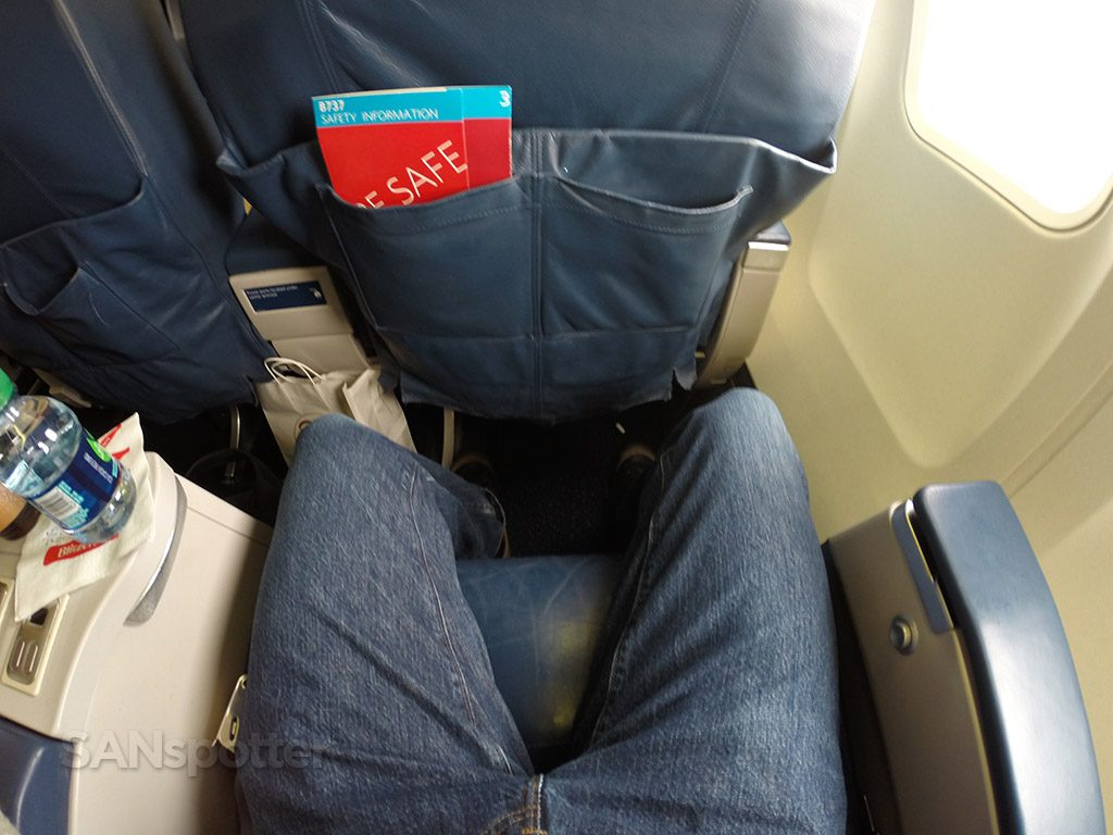 Delta Air Lines Aircraft Boeing 737-800 First Class Seats Pitch Legroom Photos @SANspotter